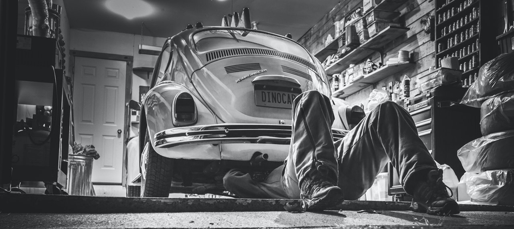 Vehicle-workshop-pexels-gratisography-474