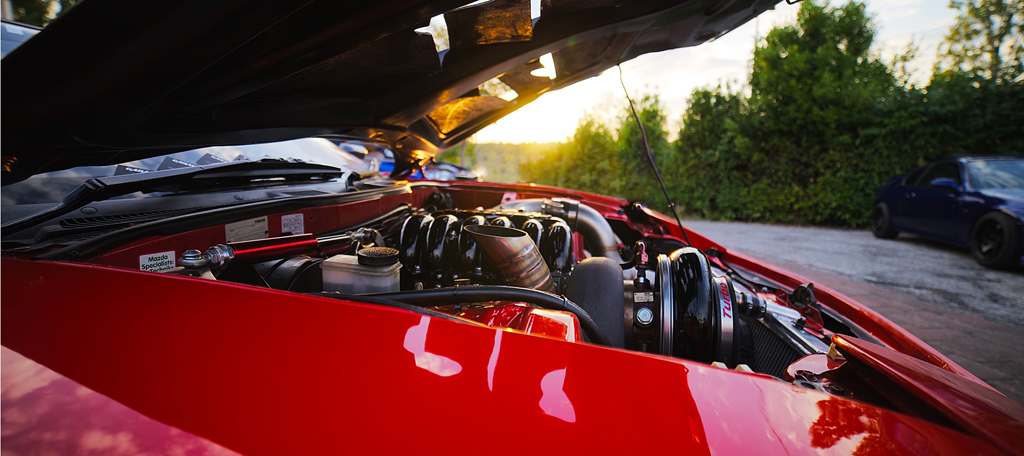 Red-car-engine-patrick-bWSiIlfFr-8-unsplash